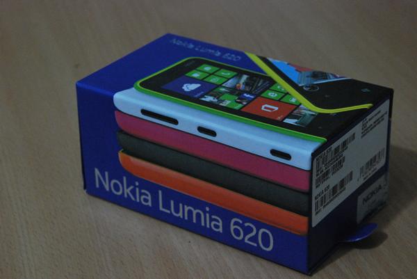 Nokia-Lumia-620-Box