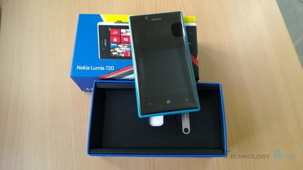 Nokia-Lumia-720-box